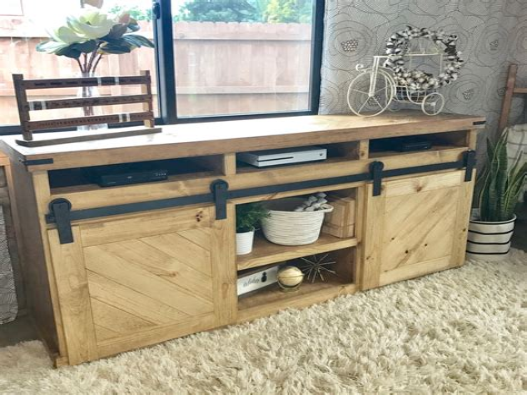 Diy-Tv-Stand-With-Barn-Doors
