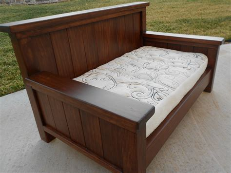 Diy-Twin-Size-Daybed-Frame-Plans-Using-Queen-Headboard