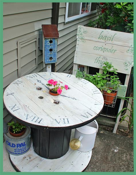 Diy-Upcycled-Patio-Table