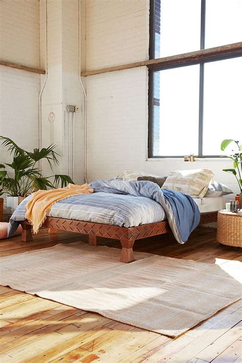 Diy-Urban-Outfitters-Platform-Bed