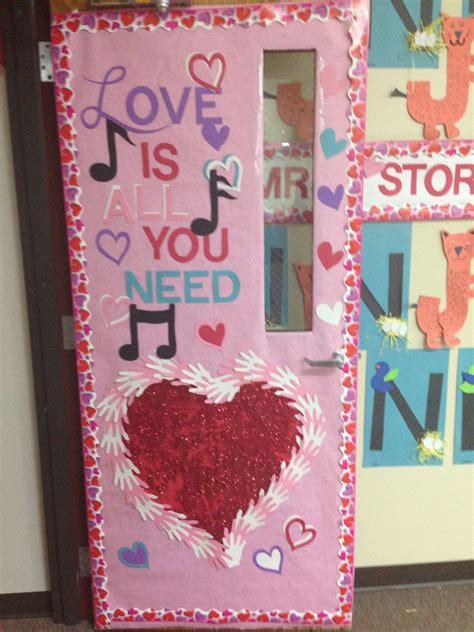 Diy-Valentines-Door-With-Kiss