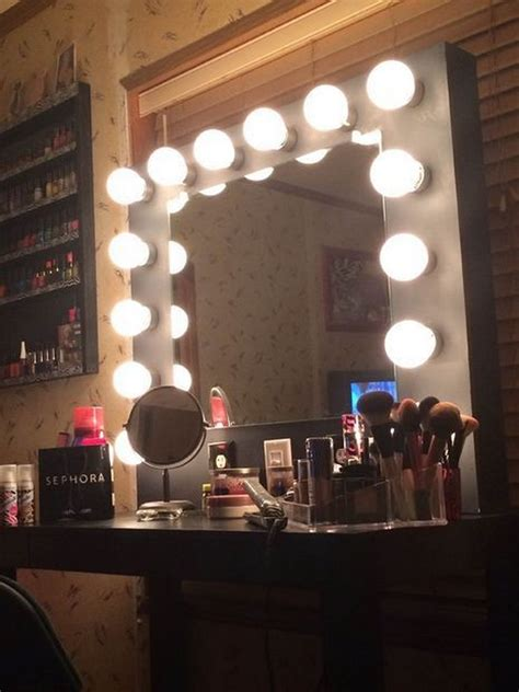 Diy-Vanity-Mirror-With-Rope-Lights