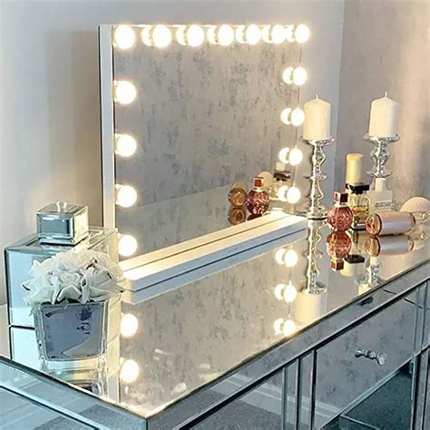 Diy-Vanity-Table-With-Lighted-Mirror