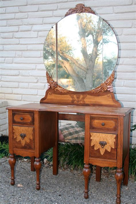 Diy-Vintage-Vanity-Chair-For-Dressing-Table
