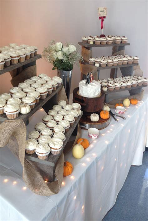 Diy-Wedding-Cupcake-Display-Table