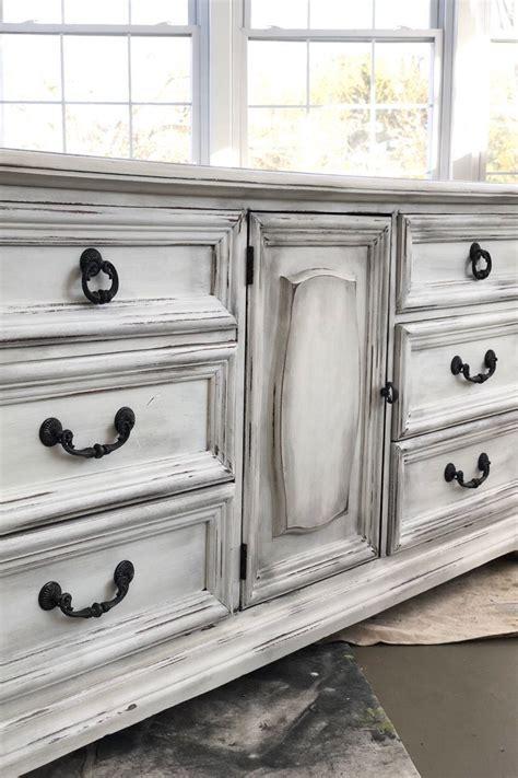 Diy-White-Chalk-Paint-Dresser