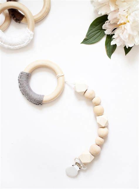 Diy-Wood-Bead-Pacifier-Clip