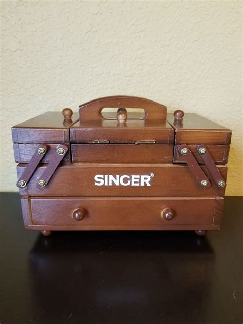 Diy-Wood-Box-For-Vintage-Singer-Sewing