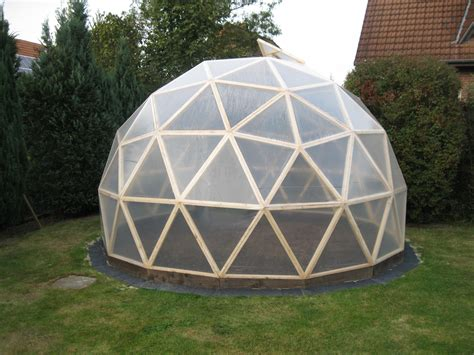 Diy-Wood-Greenhouse-Dome