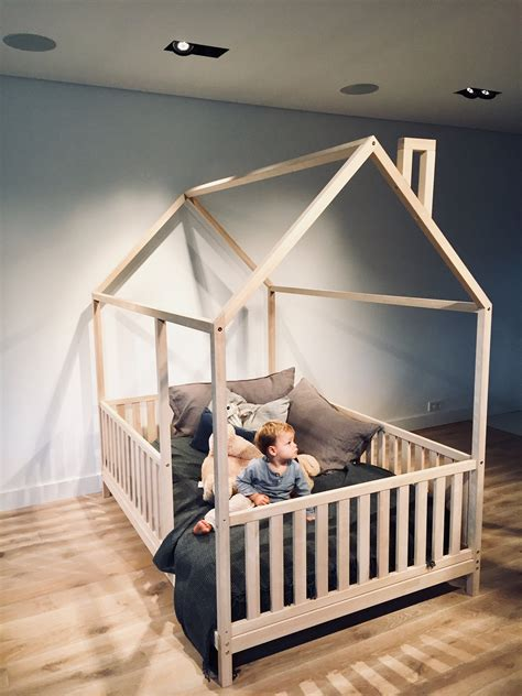 Diy-Wood-House-Bed