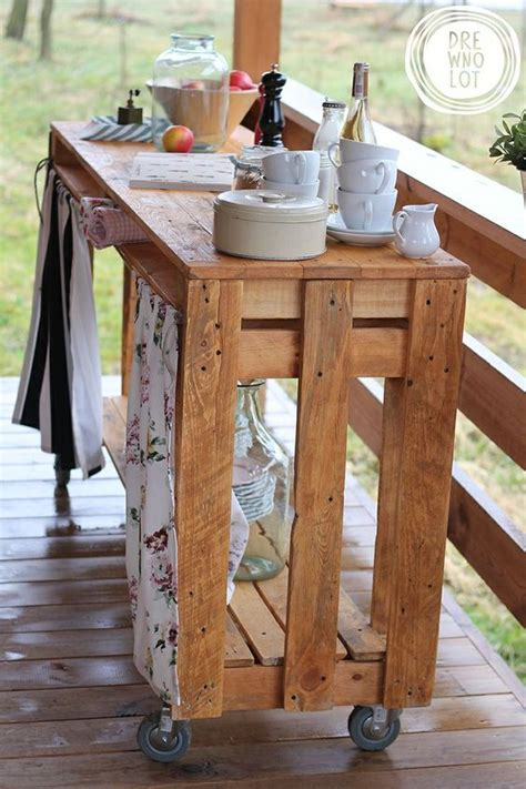 Diy-Wood-Pallet-Bar-Cart