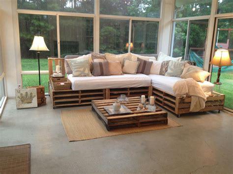 Diy-Wood-Pallet-Living-Room-Furniture
