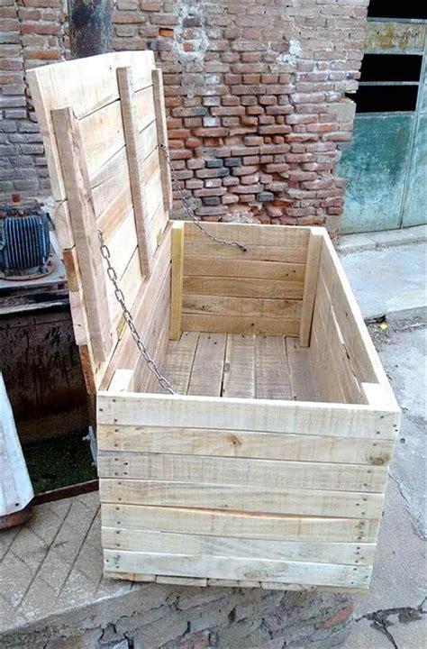 Diy-Wood-Pallet-Trunk
