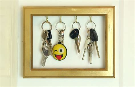 Diy-Wood-Picture-Frame-For-Old-Phone