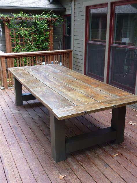 Diy-Wood-Table-Outside