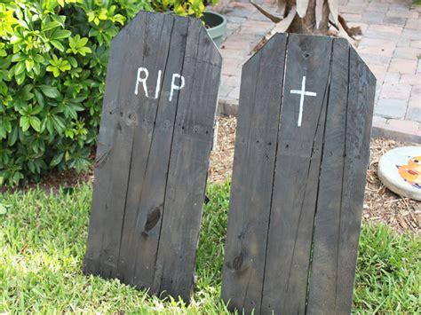 Diy-Wood-Tombstones