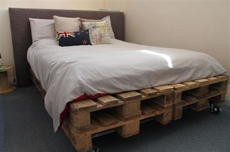 Diy-Wooden-Crate-Bed