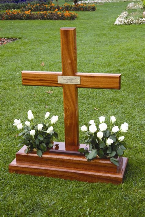 Diy-Wooden-Cross-Wiyh-For-A-Grave
