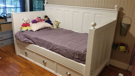 Diy-Wooden-Daybed-With-Trundle