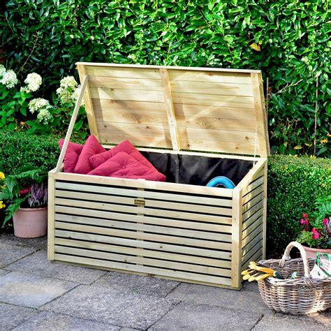 Diy-Wooden-Garden-Storage-Box