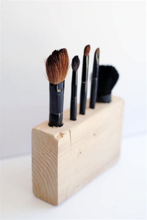 Diy-Wooden-Makeup-Brush-Holder