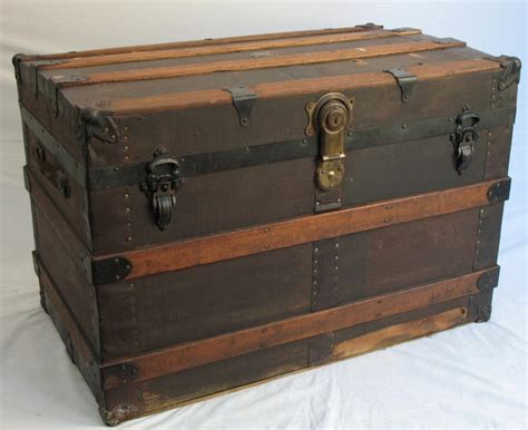 Diy-Wooden-Steamer-Trunk