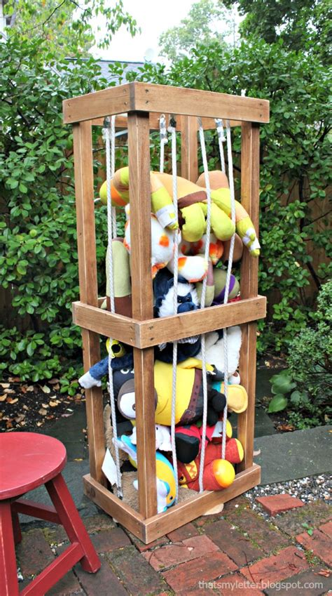 Diy-Wooden-Stuffed-Animal-Zoo