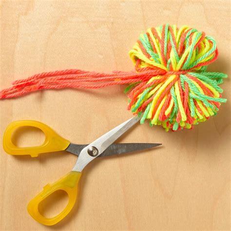 Diy-Yarn-Pom-Pom-Balls