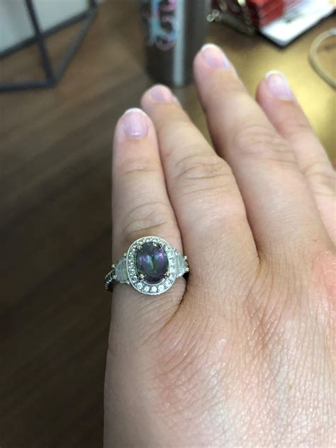Does Engagement Ring Needs To be Diamond?