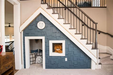 Dog-House-Under-Stairs-Plans