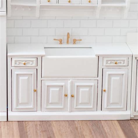 Dollhouse-Farmhouse-Sink