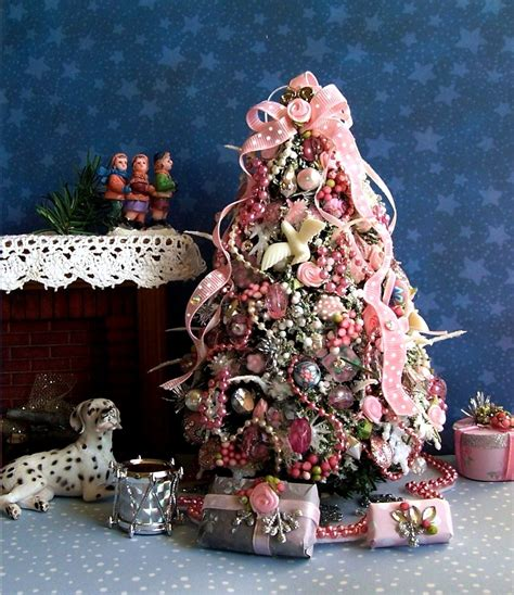 Dollhouse-Miniature-Christmas-Tree