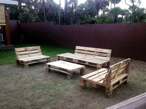 Easy DIY Outdoor Pallet Furniture