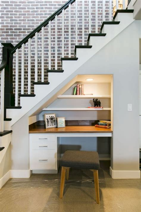 Easy Diy Desk Bookshelves Under Stairs