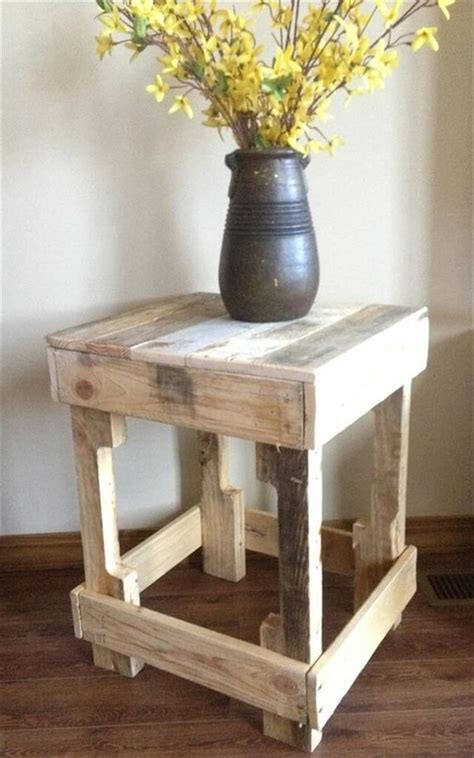 Easy Diy Pallet Side Table