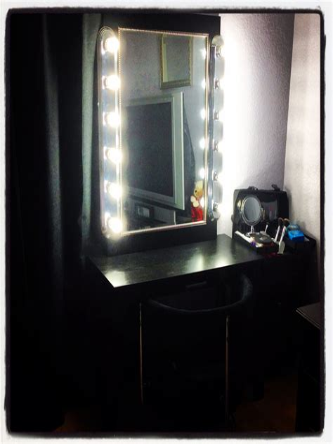 Easy-Diy-Lighted-Vanity-Mirror