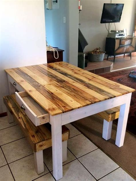 Easy-Diy-Pallet-Dining-Table
