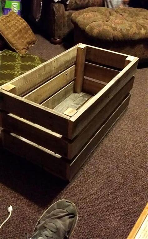 Easy-Diy-Pallet-Toy-Box
