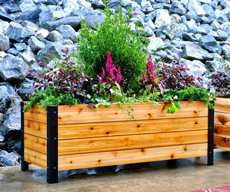 Easy-Diy-Raised-Planter-Box