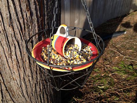 Easy-Diy-Squirrel-Feeder