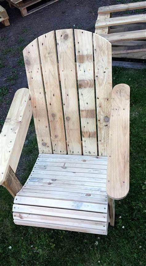 Easy-Pallet-Adirondack-Chair