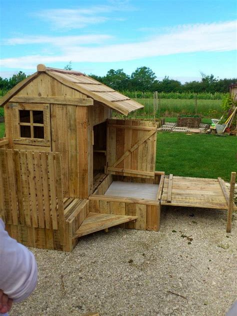 Easy-Pallet-Playhouse