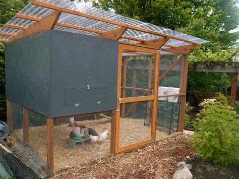 Easy-Slanted-Roof-Chicken-Coop-Plans