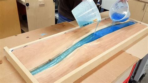 Epoxy-Resin-River-Table-Diy