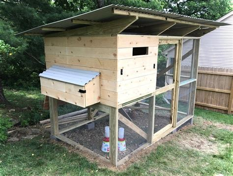 Exterior-Chicken-Nesting-Box-Plans