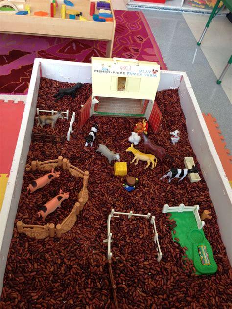 Farm-Animals-Sensory-Table