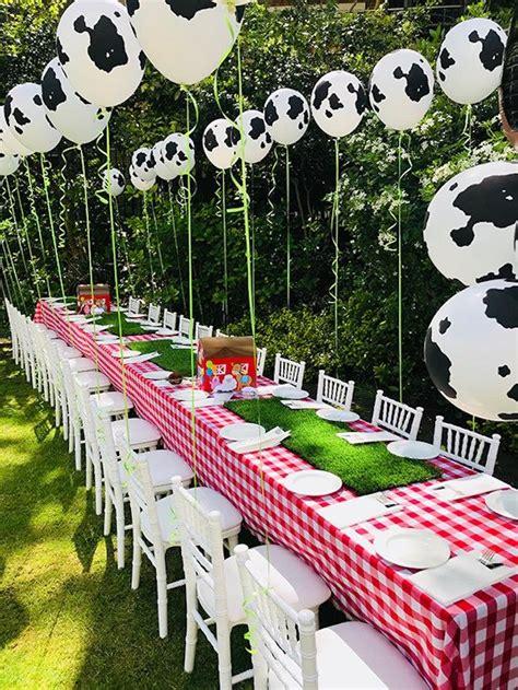 Farm-Birthday-Table-Decorations