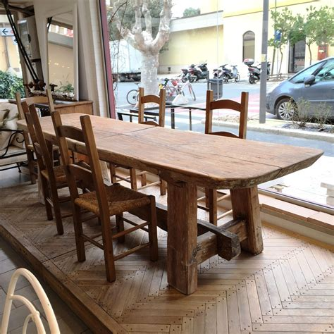 Farm-Style-Dining-Room-Table