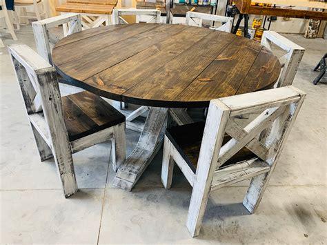 Farm-Style-Round-Kitchen-Tables