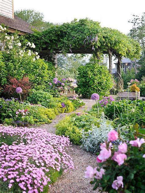 Farmhouse Flower Bed Ideas